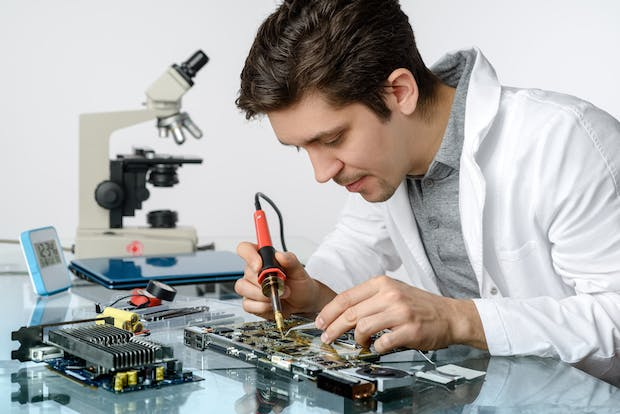 Electrical Engineer Equipment : What can i become if study a bachelor s degree in